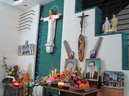 Người Công giáo có được phép chưng trái cây lên bàn thờ người đã khuất?