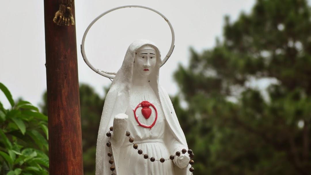 Đức Mẹ Măng Đen | Tượng Đức Mẹ cụt tay